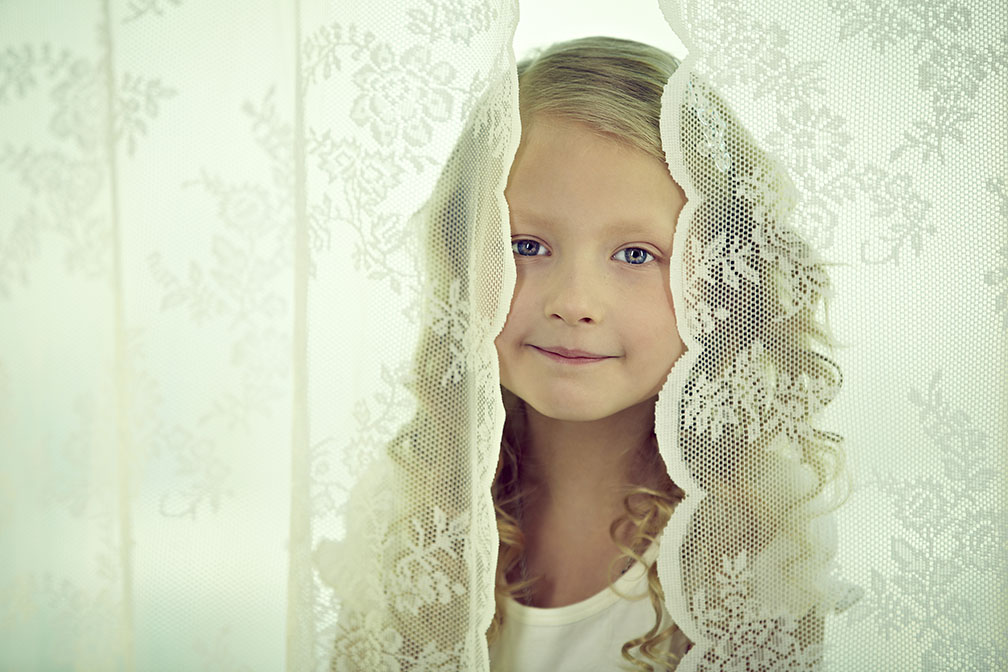 Photo of This 9 years old shows the dress in fashion show as a small princess
